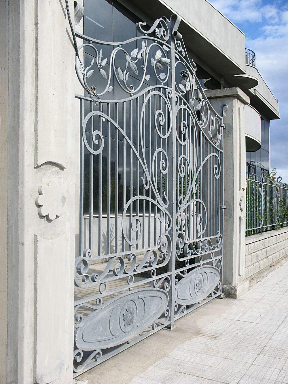 Cancello in ferro con decori
