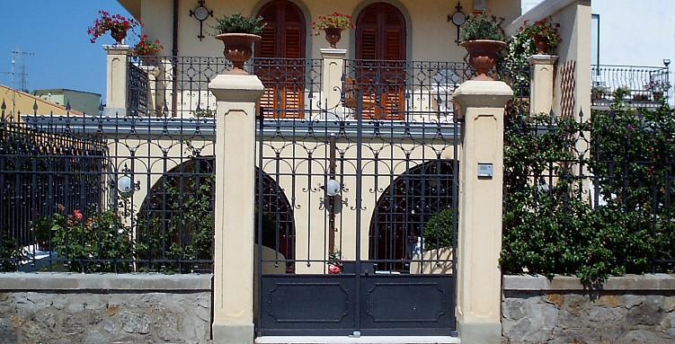 Cancello e ringhiera in ferro