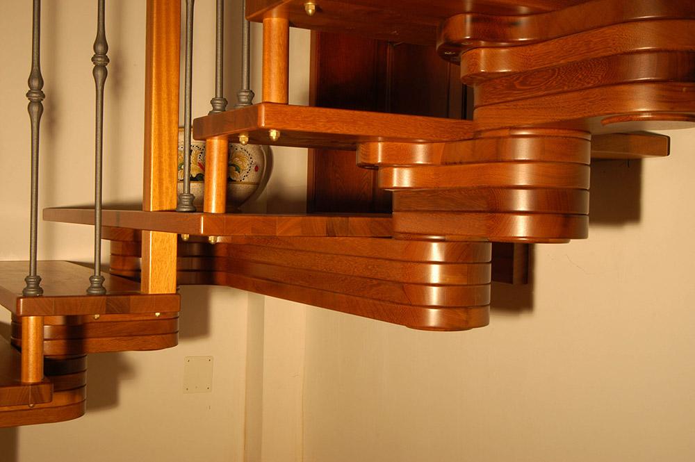 Dettaglio scalini in legno