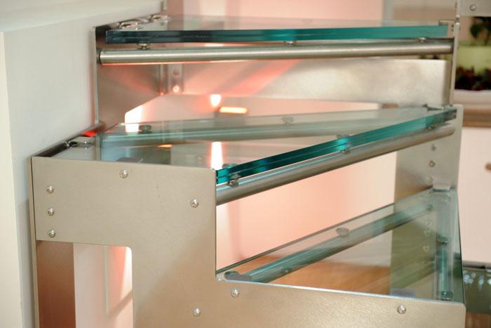 Hidra vetro - dettaglio gradini in cristallo temperato antisfondamento e acciaio Aisi 304
